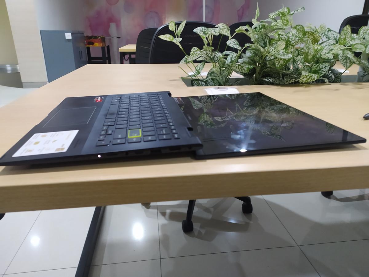 ASUS VivoBook Flip 14 TM420